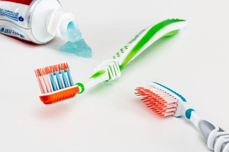 Četkica za pranje zuba i pasta za zube