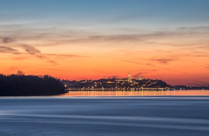Pogled na zalazak sunca sa reke u Beogradu