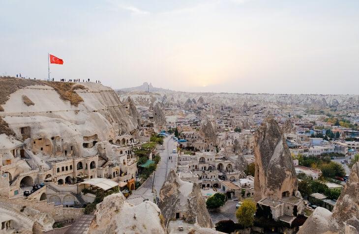 pogled na stare gradjevine u Kapadokiji