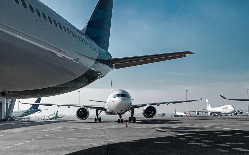 privatni avion na aerodromu